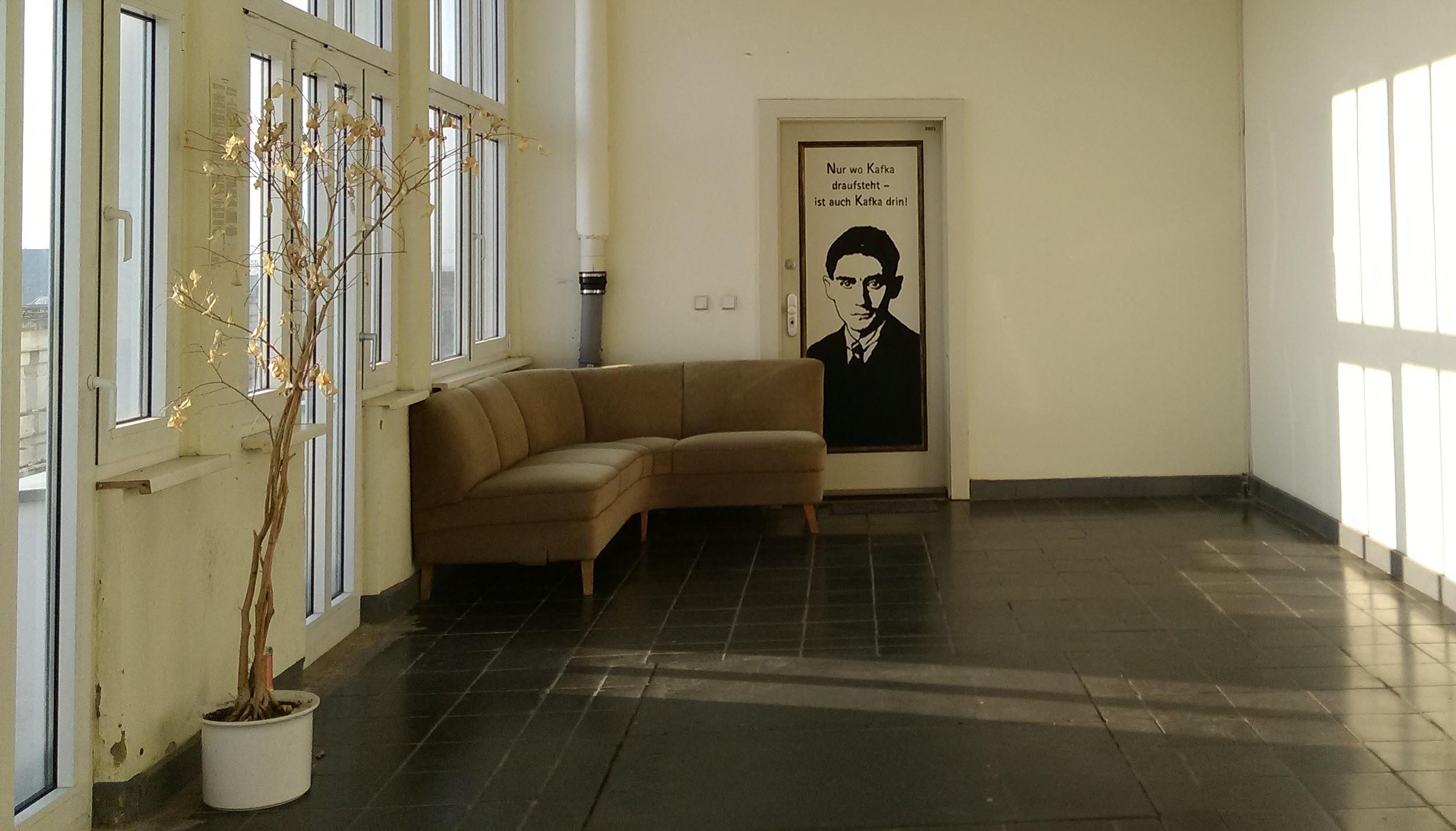 Foyer Des Arts Senf Drauf : Nellja veremej wo kafka drauf steht ist auch harras drin
